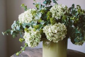 Искусственные цветы в жилом помещении: «за» и «против»>