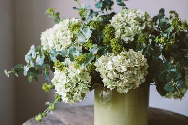 Искусственные цветы в жилом помещении: «за» и «против»