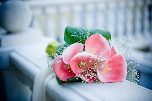 Букет из искусственных цветов к любому празднику